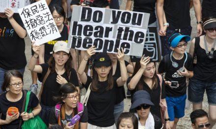 Hong Kong: le proteste proseguono, chi si fida di Carrie Lam?