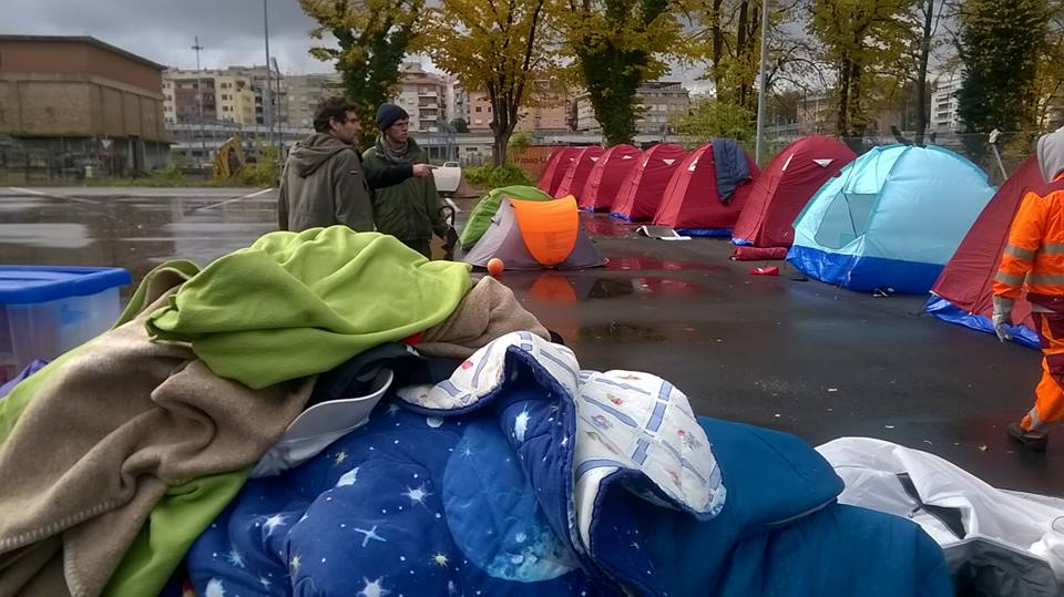 Migranti a Roma: ping pong di uomini